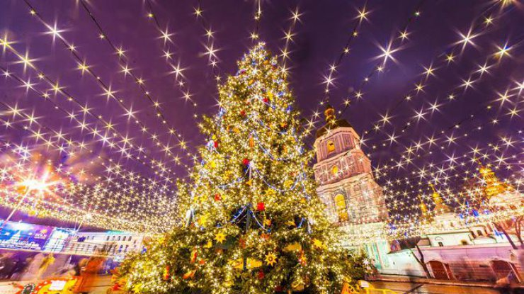 На Софийской площади состоится зажжение главной елки. Программа мероприятий