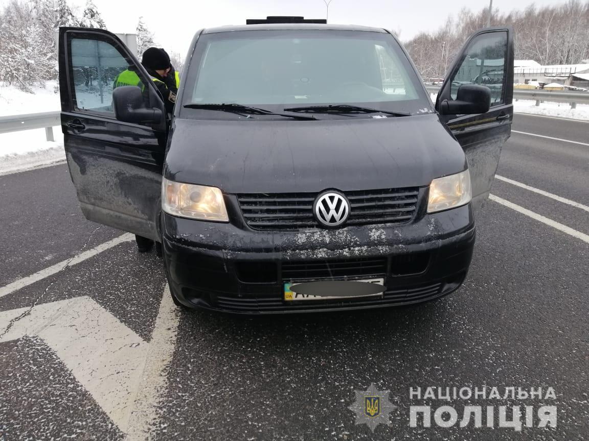 На Киевщине во время проверки авто полицейские освободили избитого заложника