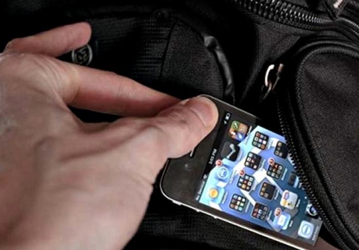 Мужчина утащил чужой мобильник и окажется теперь за решеткой