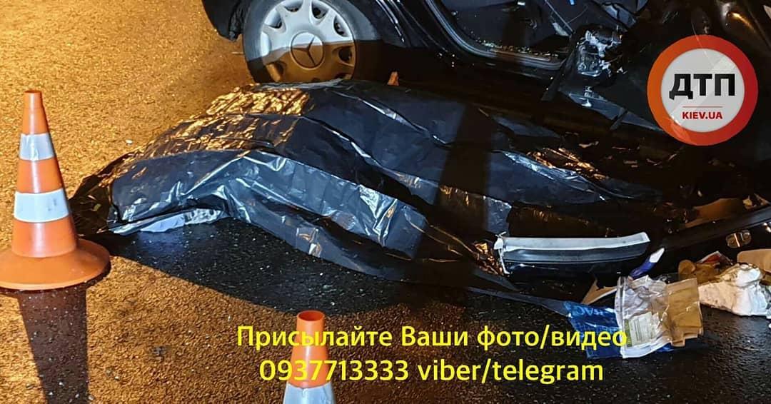 Жуткое ДТП в Киеве: погибла беременная женщина