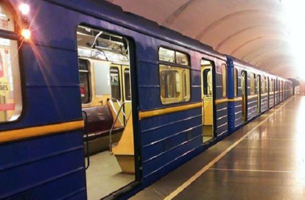 В Новогоднюю ночь метро будет работать на три часа дольше