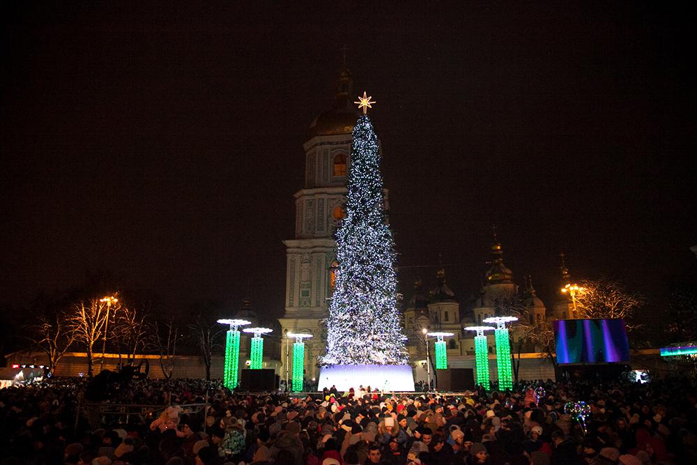 В КГГА сообщили, сколько людей встречали Новый год возле главной елки