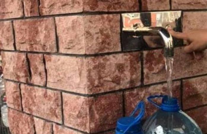 В Киеве открыли первый бювет без вентилей и рычагов