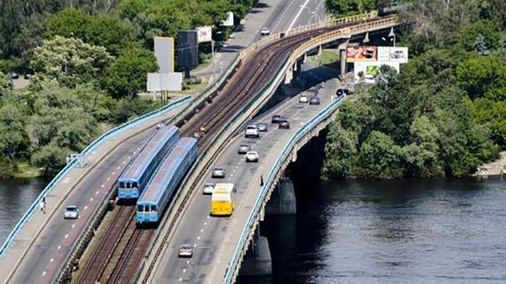 На мосту Метро ночью закроют движение транспорта