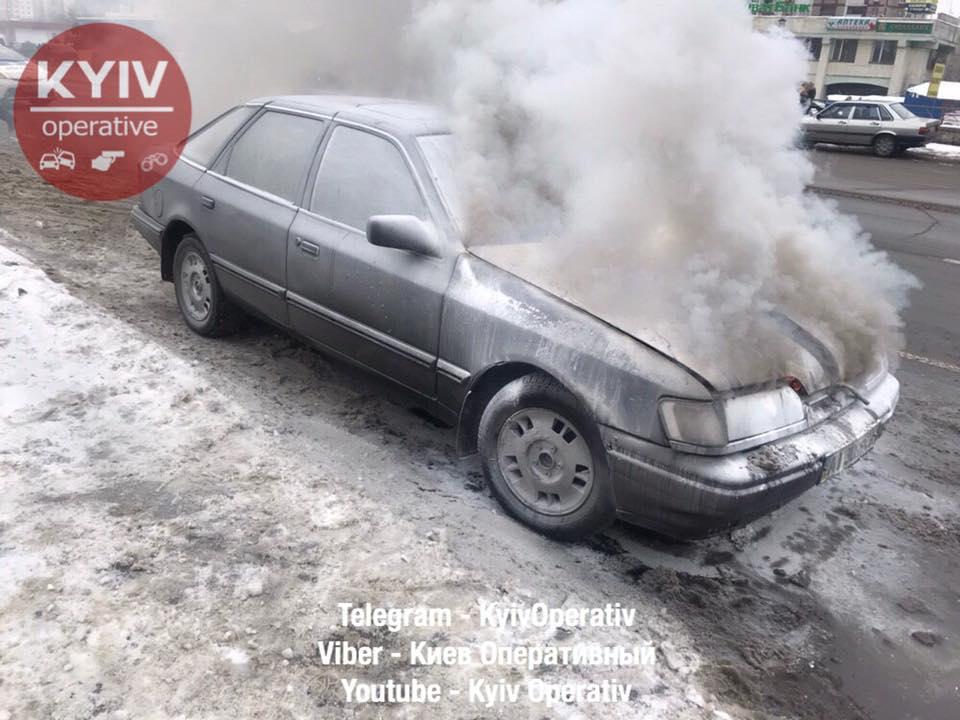У киевлянина сгорел автомобиль, который он только что купил