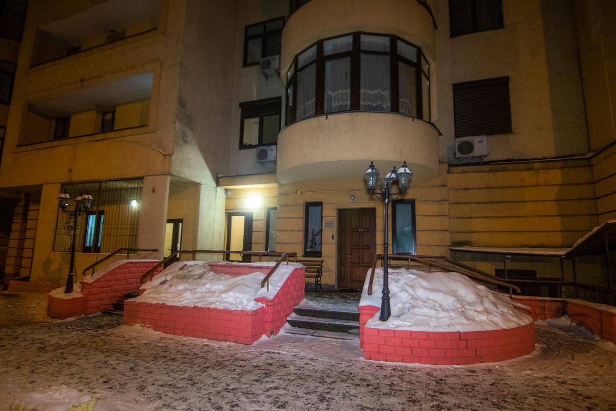 В центре Киева молодой парень спрыгнул с 24-го этажа жилого дома