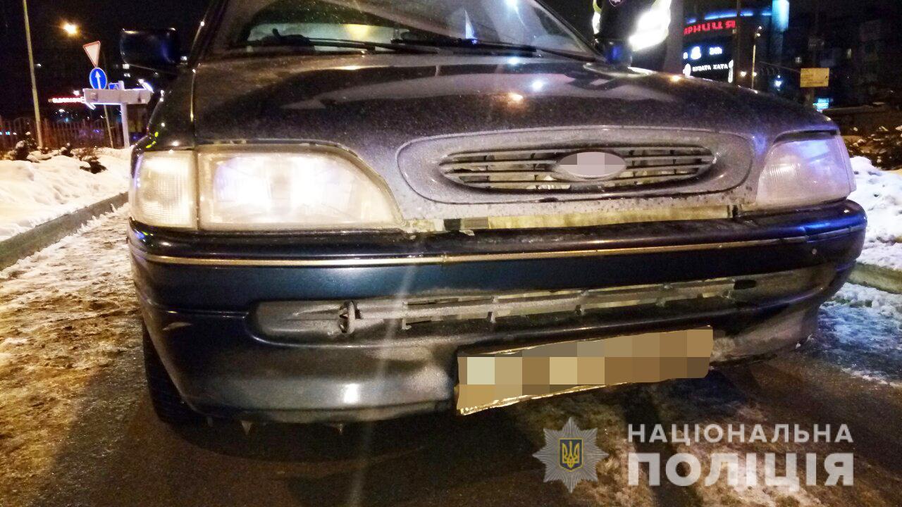 Трое молодых иностранцев угнали в Киеве у таксиста машину