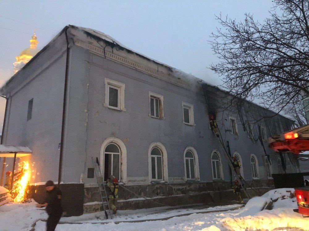 Пожар на территории Лавры тушили почти 4 часа