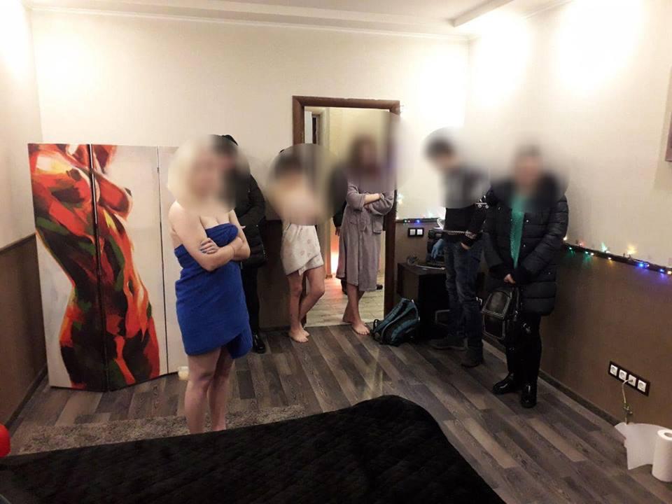 В Киеве мужчин лишили возможности получить пикантный массаж
