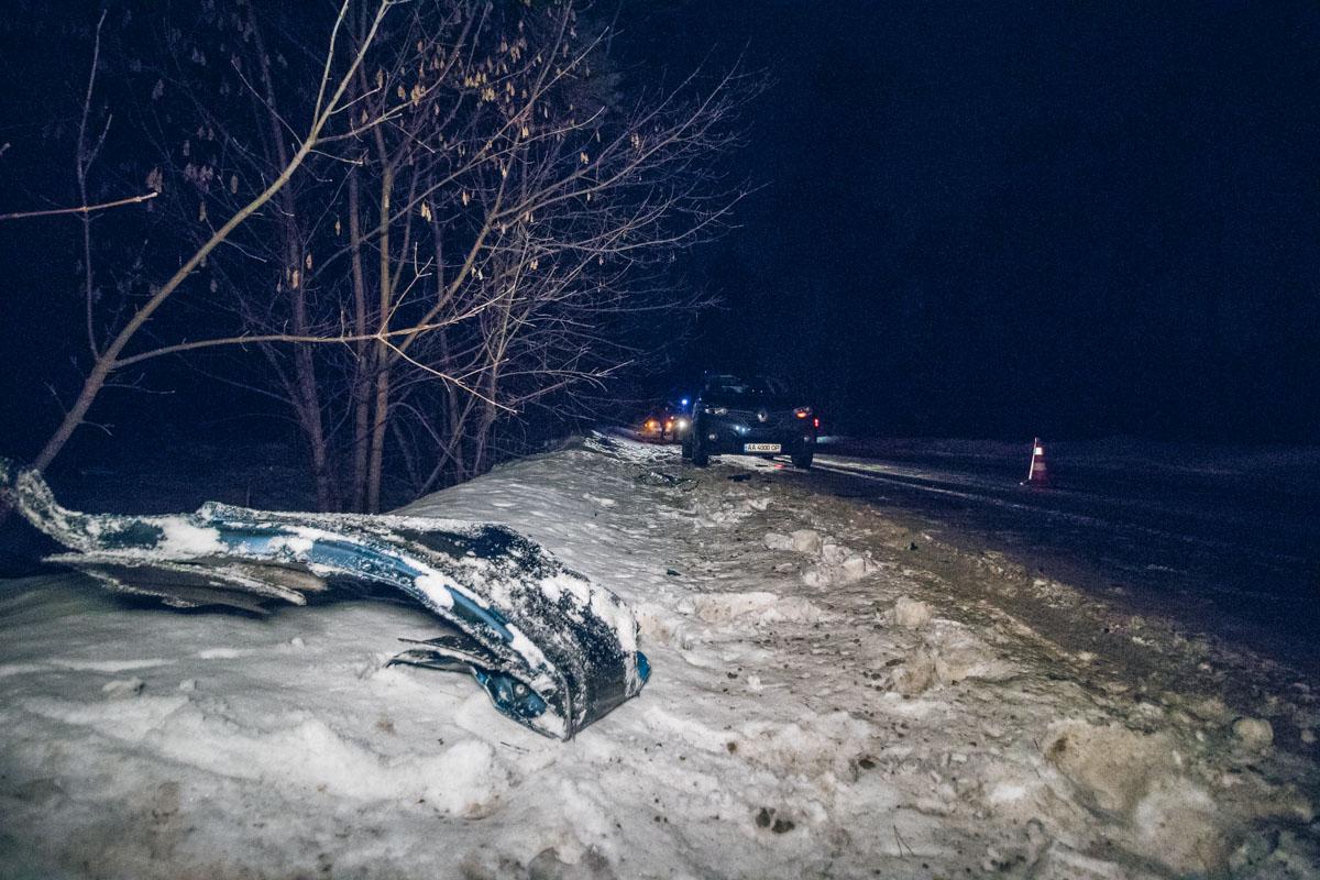 В лесу произошло ДТП: автомобиль на скорости сбил военнослужащего