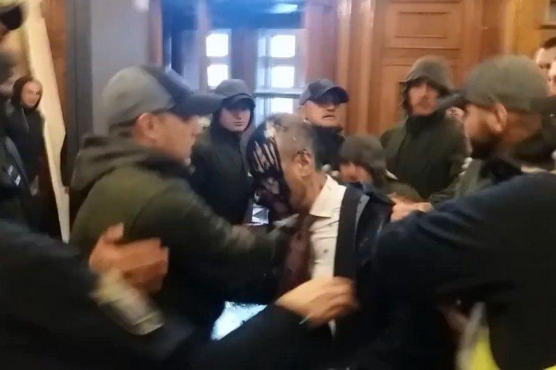 Нападение на депутата Киевсовета: хулиганам грозит 4 года тюрьмы