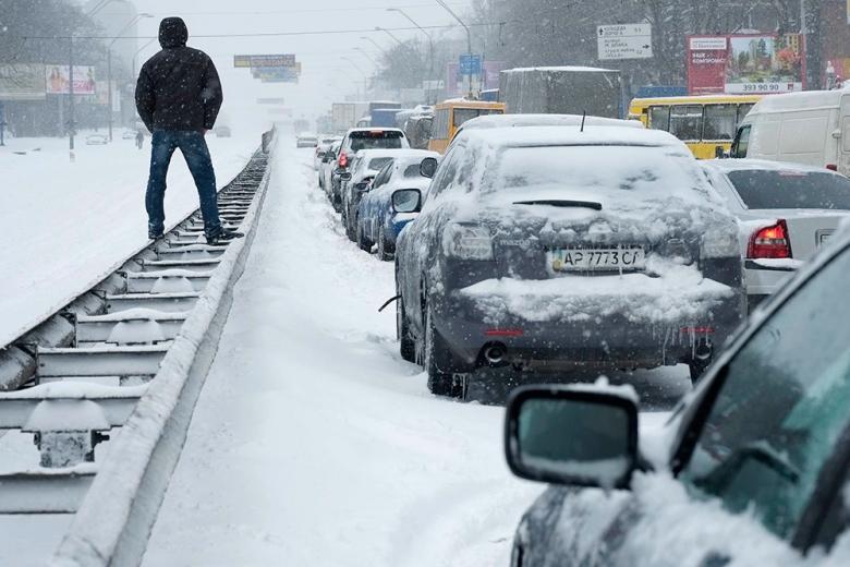 Киевлян просят на день отказаться от своих авто из-за плохой погоды