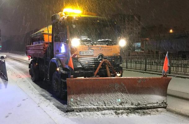 Кличко распорядился, чтобы снег в Киеве убирали всю ночь
