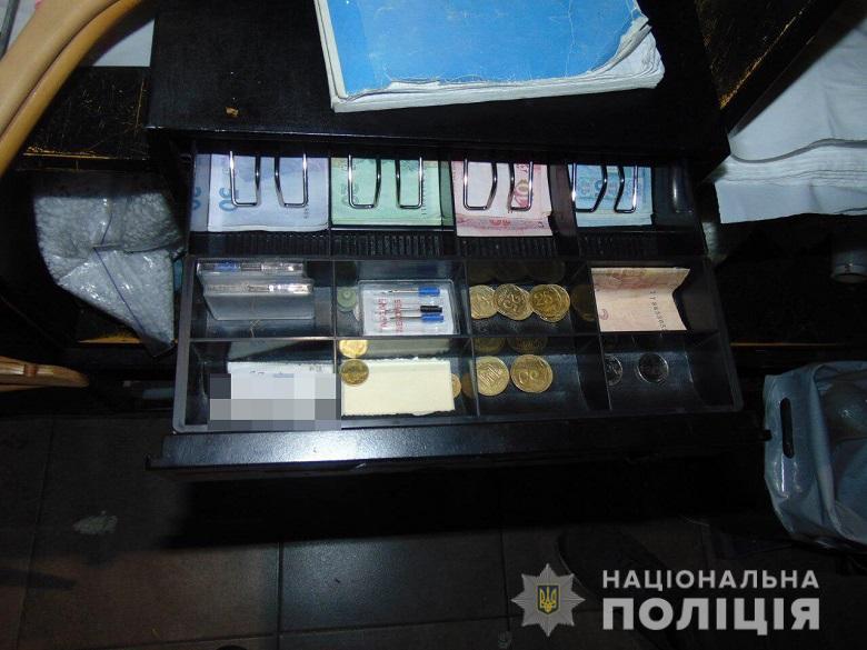 В Киеве продавец перед увольнением ограбил свое рабочее место