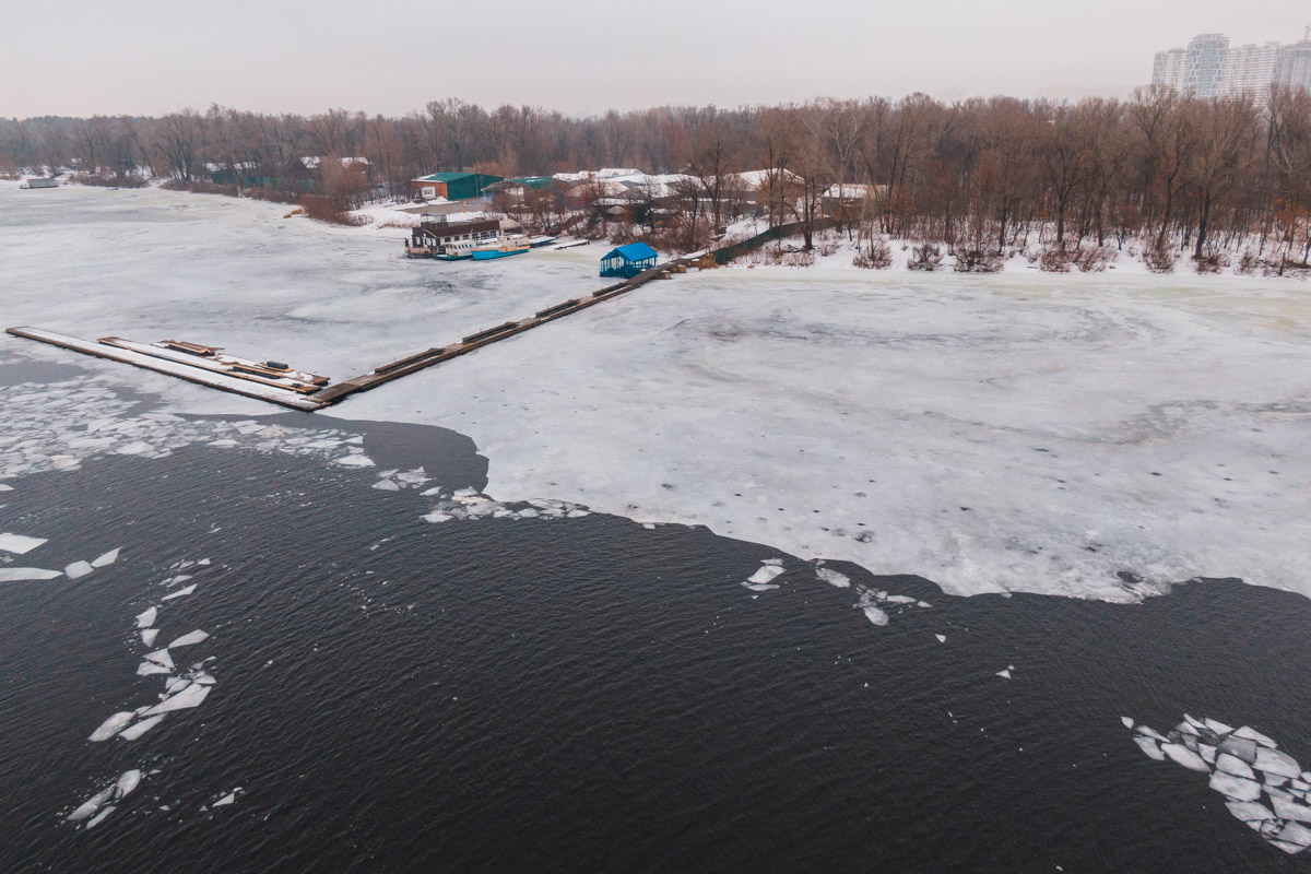 В Гидропарке, спасая мужчину, под лед провалились полицейские