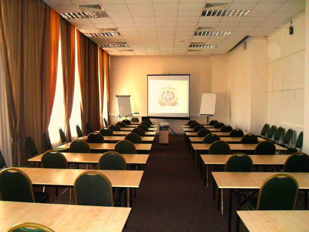 большой зал для учебного центра