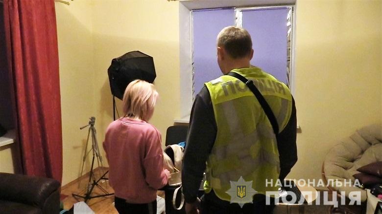 Появилось видео, как киевские правоохранители в бордель ходили