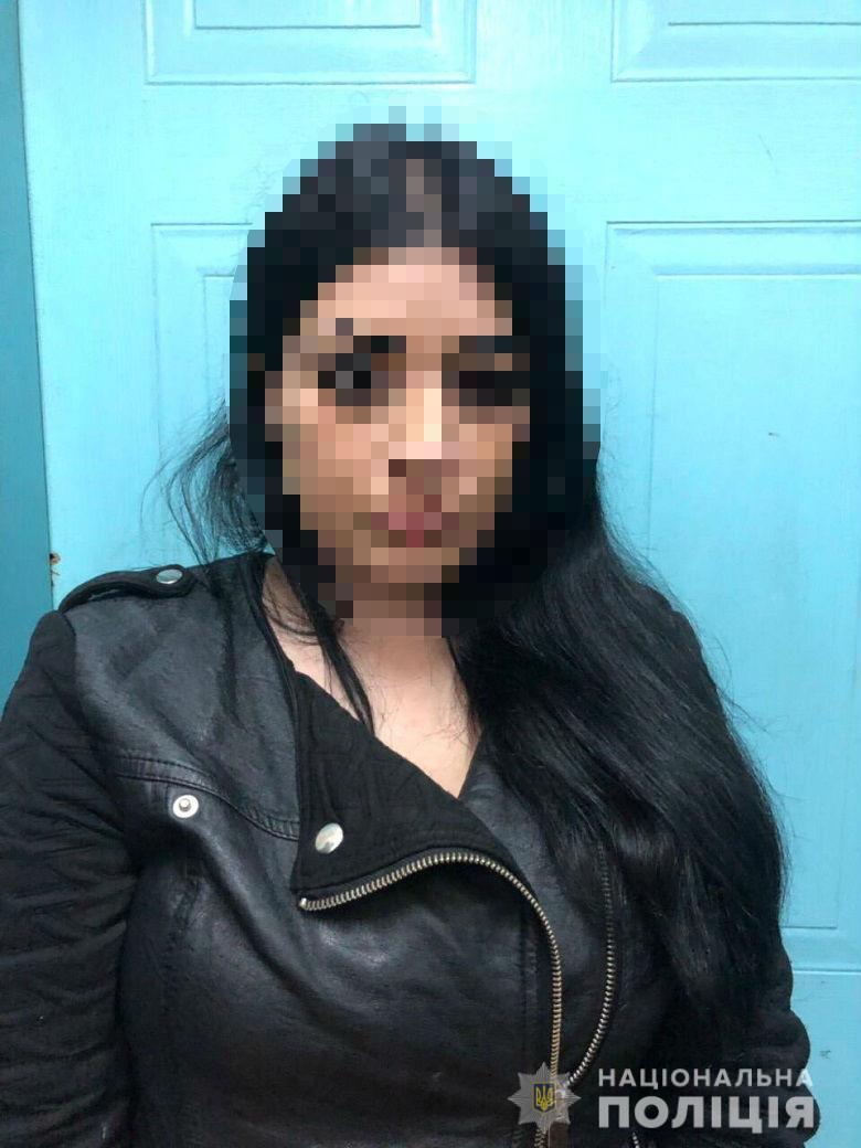 """Киевская полиция задержала """"обольстительную женщину"""", спаивающую иностранцев"""