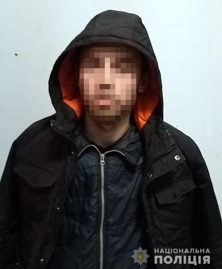 В Киеве раненый полицейский задержал грабителя школьников