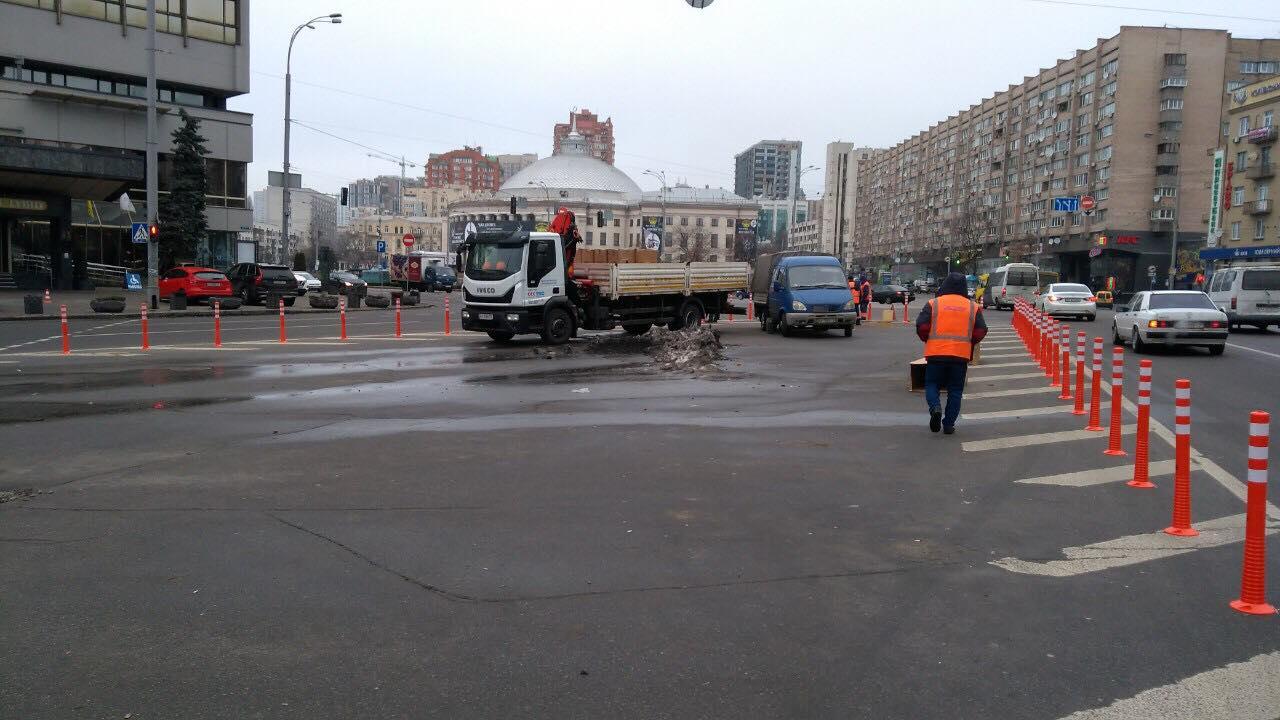 На площади Победы в Киеве организовали еще один новый островок безопасности