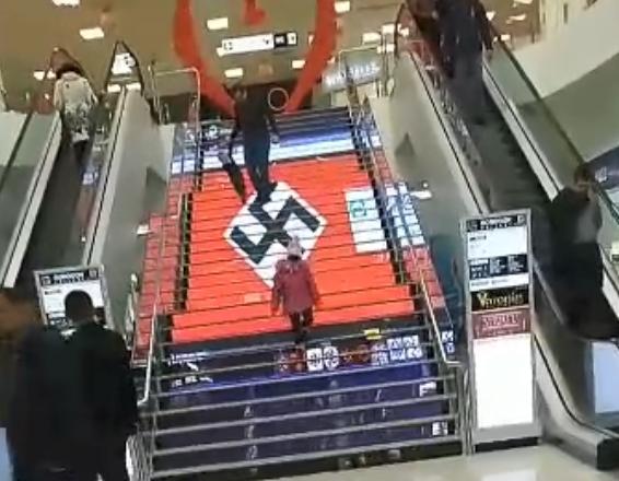 В торговом центре Киева появилась свастика