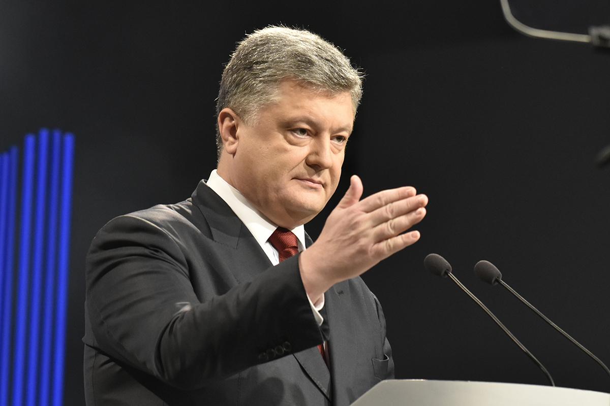 Эксперт рассказал, как Порошенко отдувается за украинских политиков перед Западом