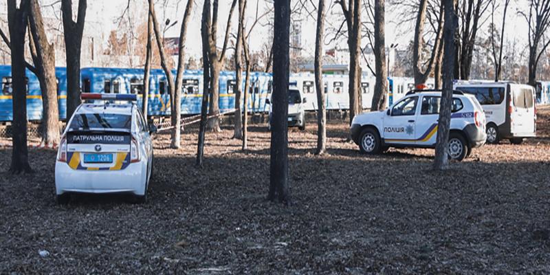 """Возле метро """"Черниговская"""" нашли обнаженный труп молодой женщины"""