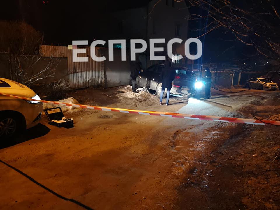Полицейские расстреляли автомобиль с женщиной-водителем