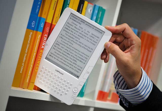 Электронная или бумажная: какая книга безопаснее для ребенка?
