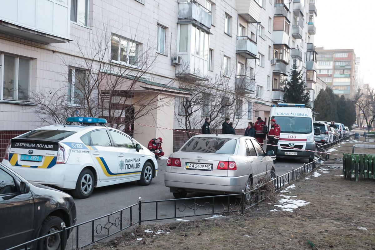 На Нивках школьник упал с шестого этажа жилого дома