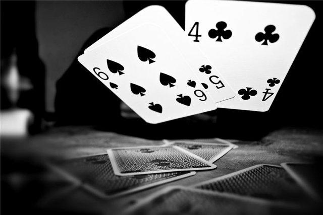 В Киеве молодой парень проиграл в карты свою свободу