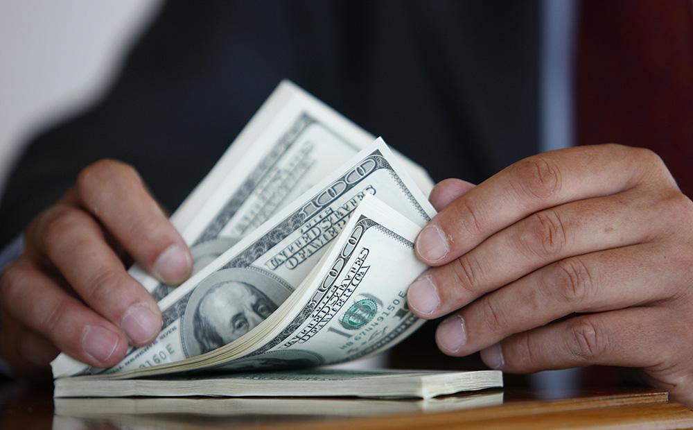 Чиновник КГГА отказался от взятки в размере 2000 долларов