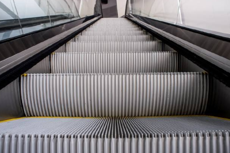 """На станции """"Площадь Л.Толстого"""" до конца года будут чинить эскалаторы"""