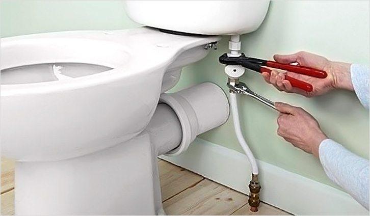 """На Киевщине чиновник решил """"нажиться"""" на туалетах"""