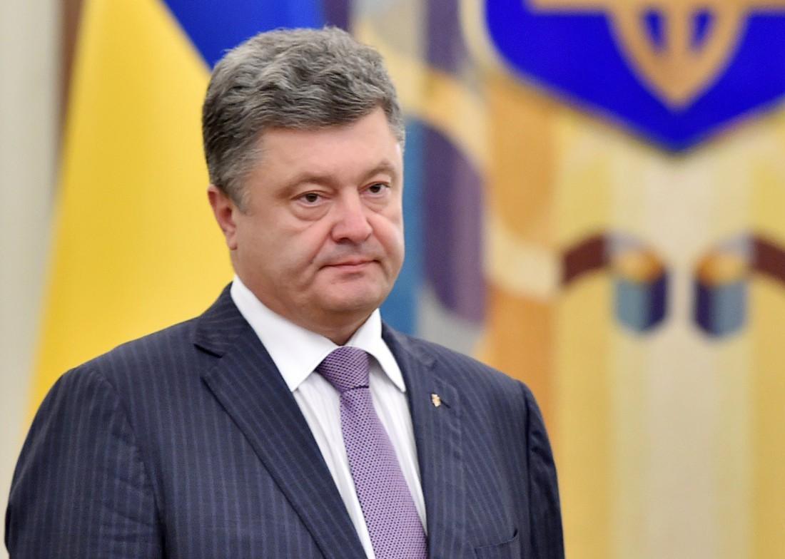 На скандал с хищениями в оборонке Порошенко среагировал как западный политик, – блогер