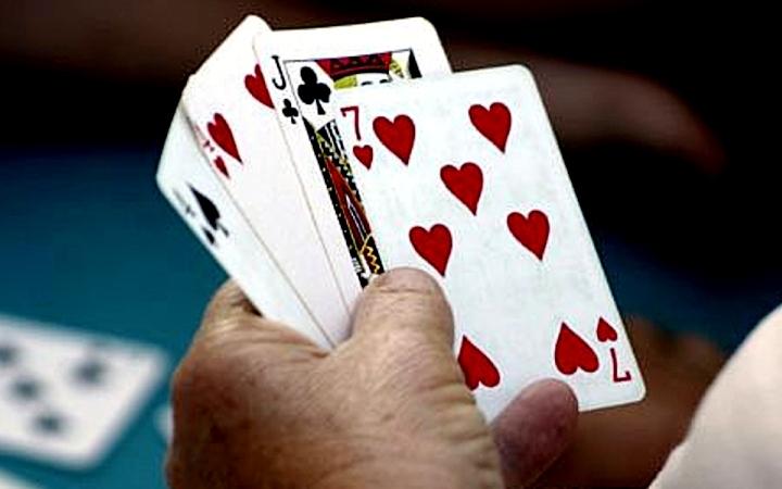На Киевщине во время застолья был убит пьяный игрок в карты