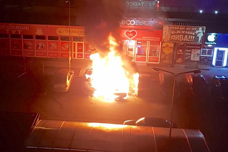 На ул. Срибнокильской ночью взорвался автомобиль