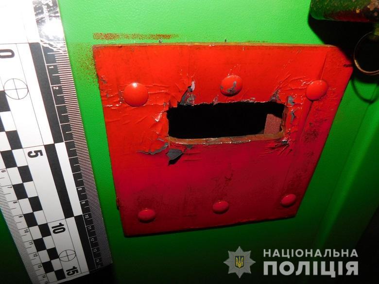 Киевляне взломали платежный терминал с помощью фомки