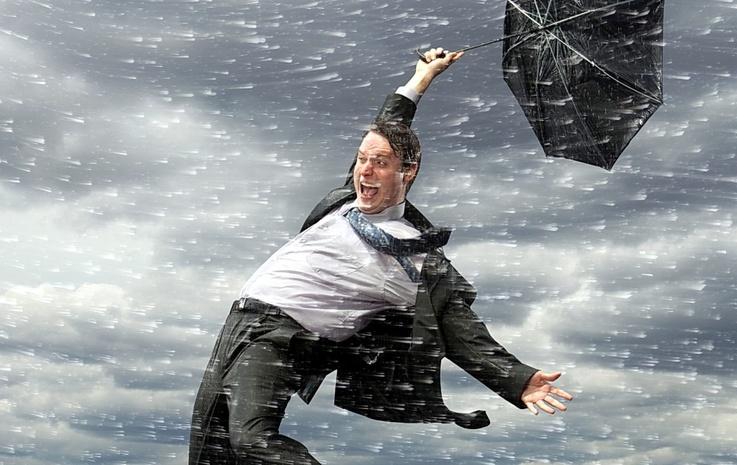 На Киевщине мужчину сдуло ветром с 5-метровой высоты