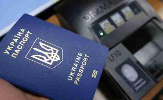 Крымчане получают биометрические загранпаспорта: Выдано уже более 140 тысяч экземпляров, – Белоцерковец