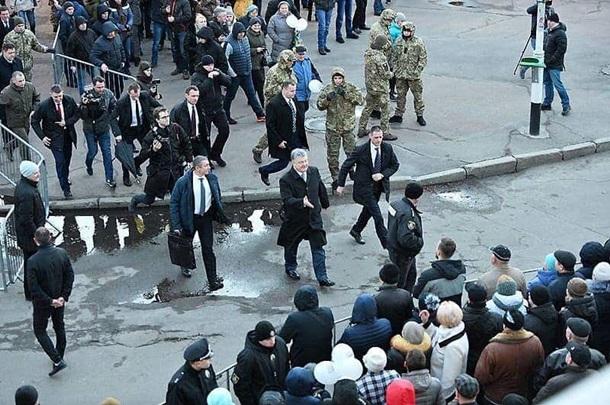 """Фейки и """"компромат на соплях"""": политолог рассказал о кампании по дескридитации Порошенко"""