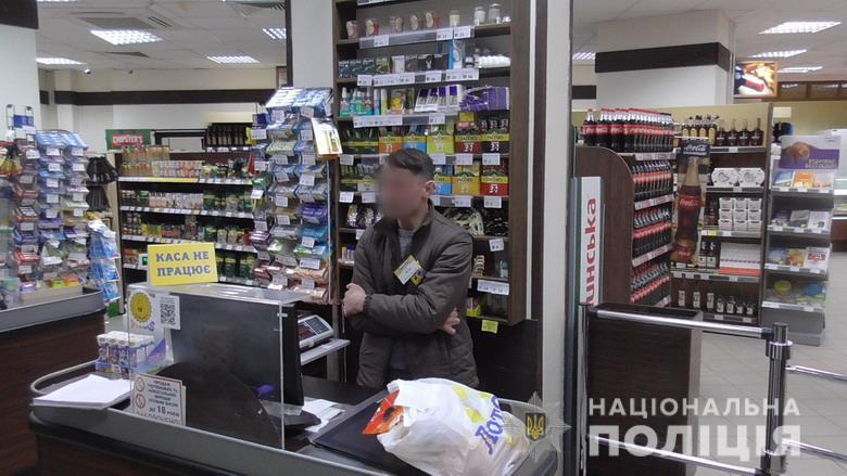 В столичном супермаркете кассир устроил подставу для покупательницы