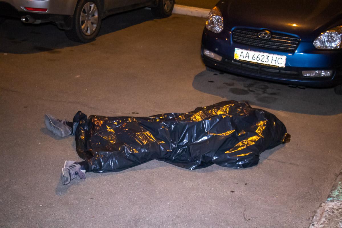 В Киеве студент выбросился с общего балкона жилого дома