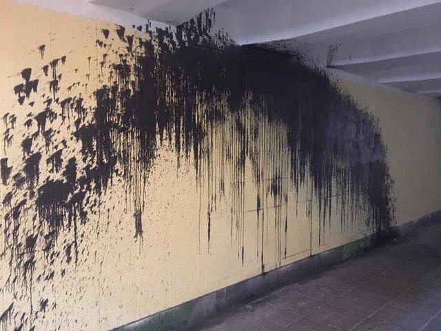 В Киеве вандалы создали подземный переход ужасов