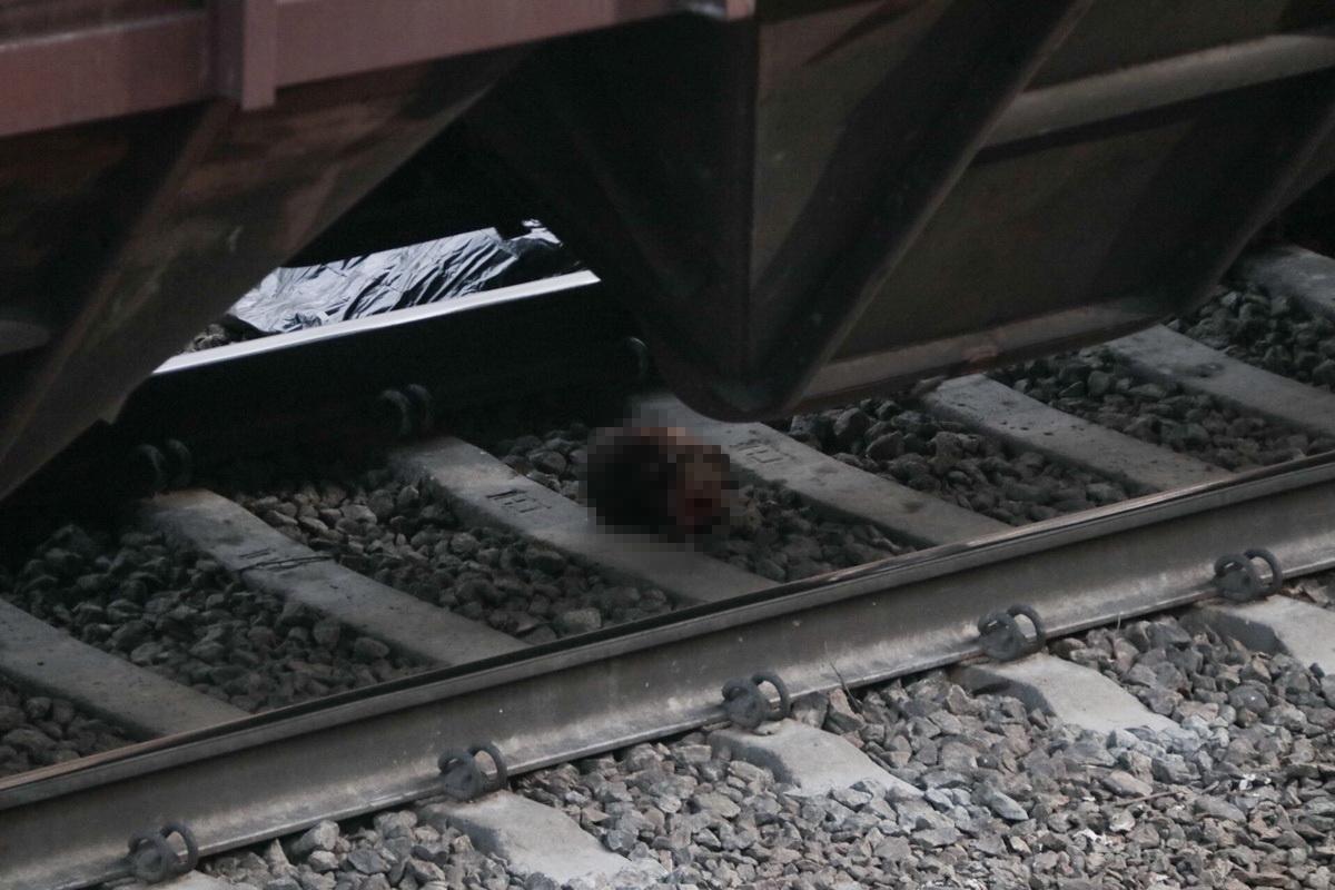 В Киеве поезд отрезал мужчине голову