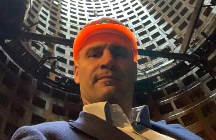 Мэр Киева сделал селфи в шахте метрополитена