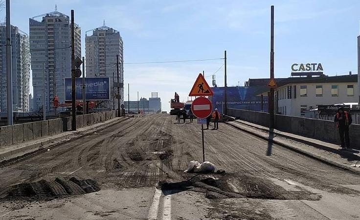 Что сделали на Шулявском мосту в первый день реставрации