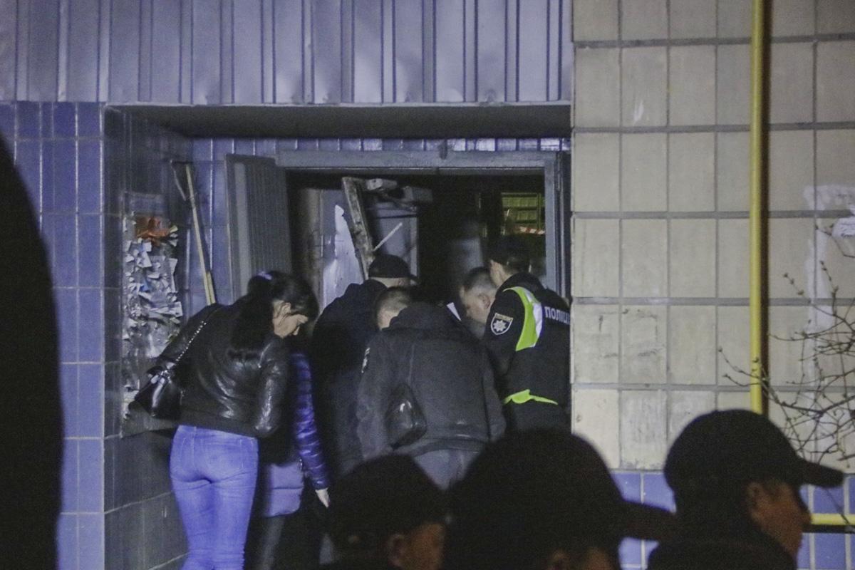 На Воскресенке в жилом доме прогремел сильнейший взрыв. Мужчина получил баротравму