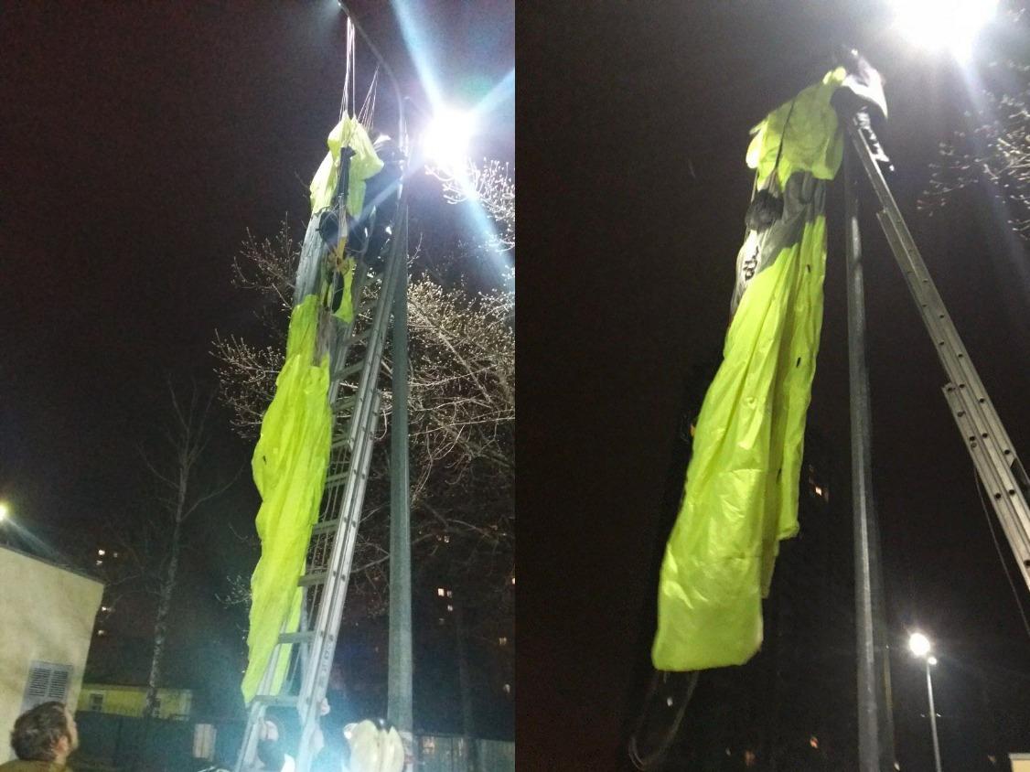 В Киеве мужчина с парашютом спрыгнул с крыши многоэтажки