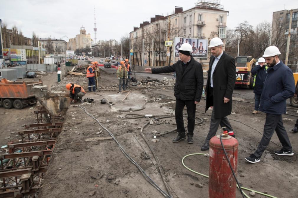 Кличко проверил, как идет реконструкция Шулявского моста
